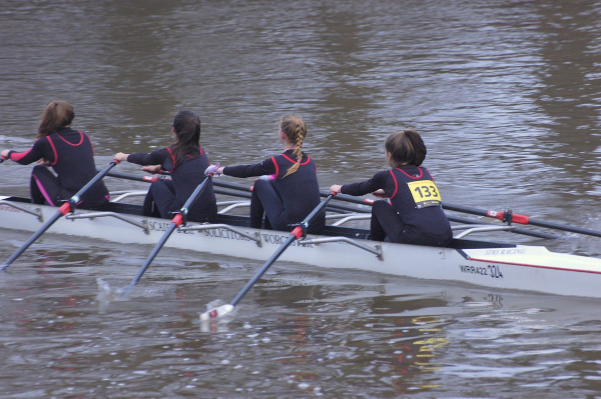 junior girls sculling